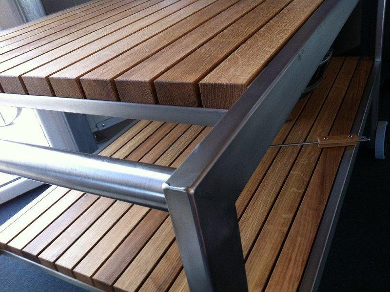 premium tisch f r bge mit edelstahlgestell und eichenholzbeplankung am grill. Black Bedroom Furniture Sets. Home Design Ideas