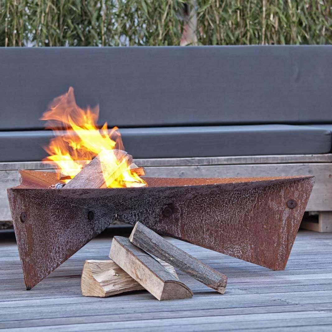 feuerschale triangle aus corton stahl grillarena. Black Bedroom Furniture Sets. Home Design Ideas