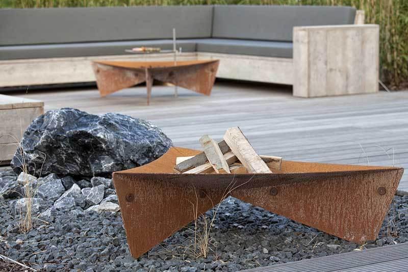 Feuerschale triangle aus corton stahl grillarena for Gartenobjekte aus metall